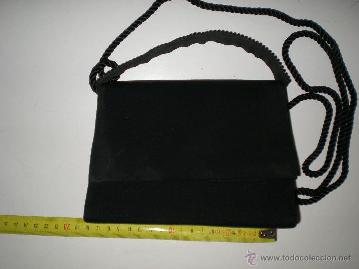 Antigüedades: bonito bolso de fiesta pequeño en negro con cristales de swarovski en su agarre muy buen estado!!.. - Foto 3 - 47833827