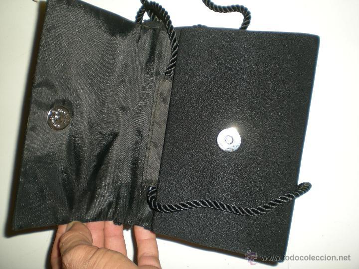 Antigüedades: bonito bolso de fiesta pequeño en negro con cristales de swarovski en su agarre muy buen estado!!.. - Foto 5 - 47833827
