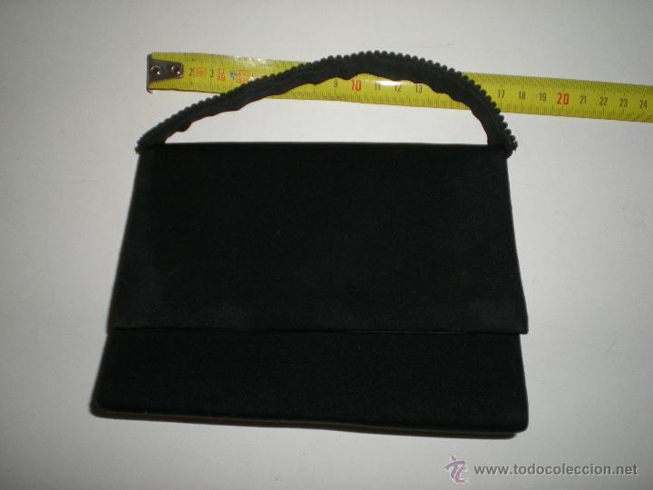 Antigüedades: bonito bolso de fiesta pequeño en negro con cristales de swarovski en su agarre muy buen estado!!.. - Foto 8 - 47833827