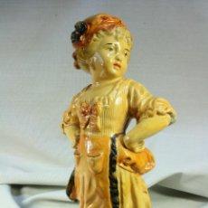 Antigüedades: NIÑA DE YESO. FIGURA DE NIÑA. CAMPESINA.. Lote 47834241