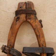 Antigüedades: YUGO ANTIGUO EN MADERA, HIERRO Y CUERO. BUEN ESTADO. Lote 47886734