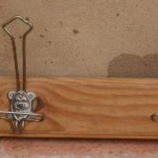 Antigüedades: PERCHA PERCHERO DE MADERA Y METAL, AÑOS 40.. Lote 47886798