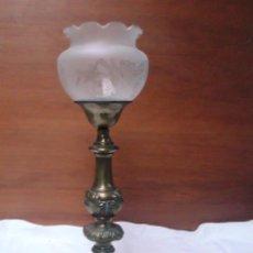 Antigüedades: LAMPARA DE SOBREMESA DE BRONCE ANTIGUA. FUNCIONA. Lote 37514982