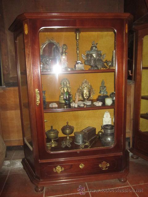 Antigüedades: Vitrina baja estilo ingles, con marquetería, con un cajón en la parte inferior. - Foto 3 - 26581024