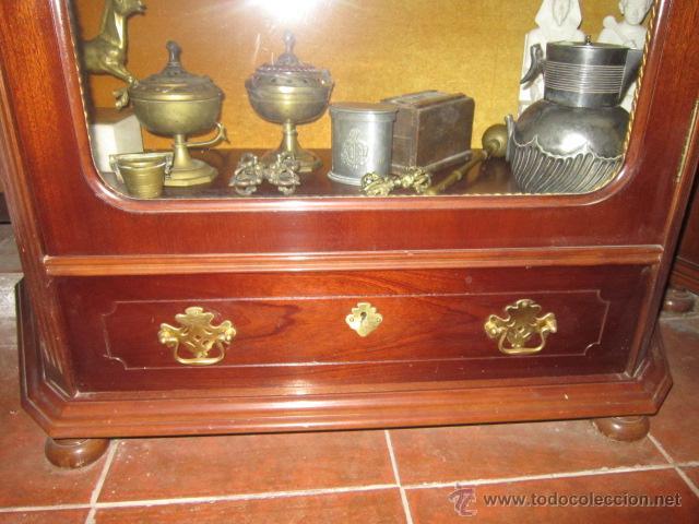Antigüedades: Vitrina baja estilo ingles, con marquetería, con un cajón en la parte inferior. - Foto 4 - 26581024