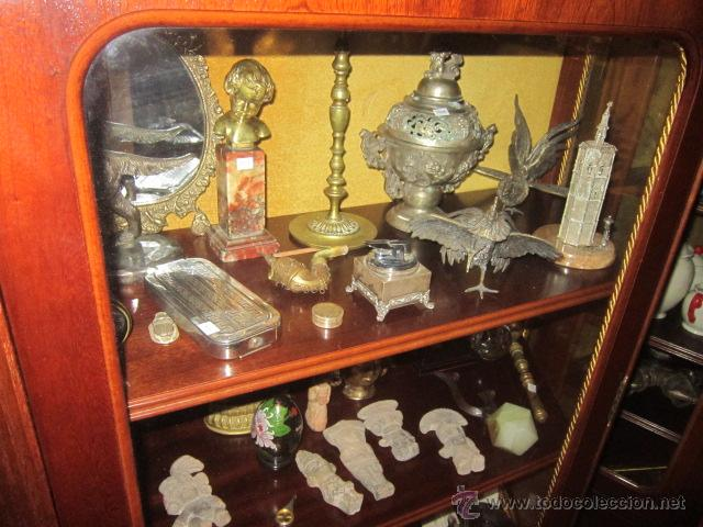 Antigüedades: Vitrina baja estilo ingles, con marquetería, con un cajón en la parte inferior. - Foto 5 - 26581024