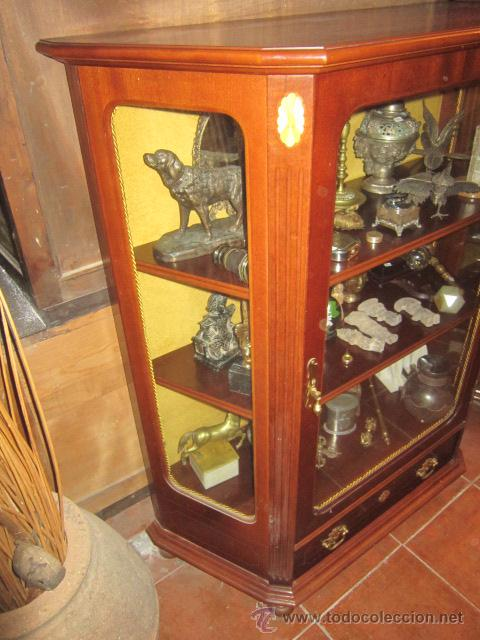 Antigüedades: Vitrina baja estilo ingles, con marquetería, con un cajón en la parte inferior. - Foto 6 - 26581024