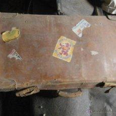 Antigüedades: ANTIGUA MALETA DE CUERO PURO , CON PEGATINAS DE HOTELES VER. Lote 47920802