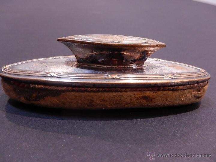 Antigüedades: Abrillantador, pulidor de uñas. Metal plateado. Siglo XIX. - Foto 10 - 260672855