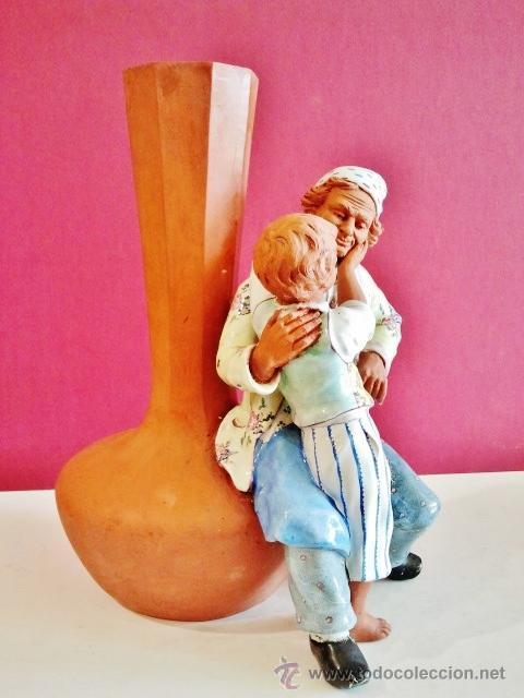 Antigüedades: Muy interesante jarrón con anciano y niño en porcelana y terracota. Marcas: Nº170, A.CH. PARIS. - Foto 2 - 47928311