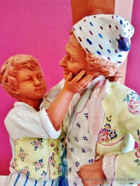 Antigüedades: Muy interesante jarrón con anciano y niño en porcelana y terracota. Marcas: Nº170, A.CH. PARIS. - Foto 4 - 47928311
