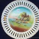 Antigüedades: PLATO ANTIGUO CON CALADOS EN PORCELANA. Lote 47942551
