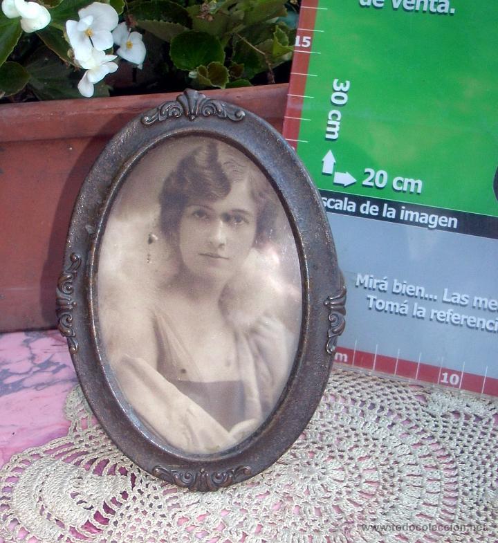 HERMOSO MARCO PORTAFOTOS FRANCES OVALADO LATON AÑO 30 12CM (Antigüedades - Hogar y Decoración - Portafotos Antiguos)