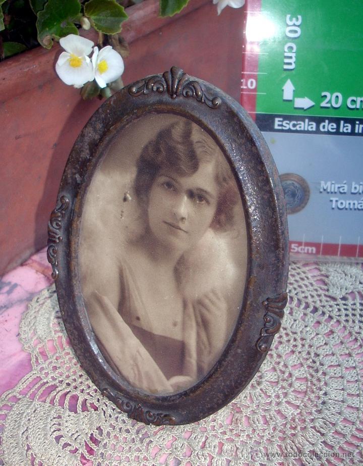 Antigüedades: HERMOSO MARCO PORTAFOTOS FRANCES OVALADO LATON AÑO 30 12CM - Foto 4 - 47945597