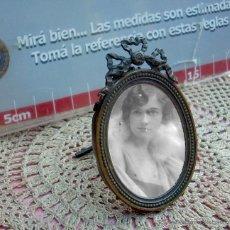 Antigüedades: HERMOSO MARCO PORTAFOTOS FRANCES OVALADO AÑO 30 7CM. Lote 47945631