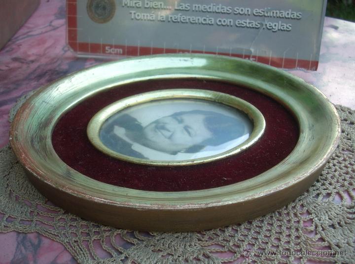 Antigüedades: HERMOSO MARCO PORTAFOTOS FRANCES OVALADO DORADO A LA HOJA AÑO 40 16CM VIDRIO CURVO - Foto 2 - 47945692