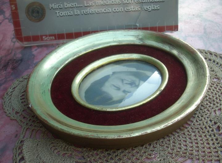 Antigüedades: HERMOSO MARCO PORTAFOTOS FRANCES OVALADO DORADO A LA HOJA AÑO 40 16CM VIDRIO CURVO - Foto 7 - 47945692