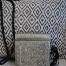 Antigüedades: PRECIOSO BOLSITO DE ALPACA REPUJADA. Lote 47968891