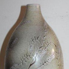 Antigüedades: JARRÓN EN CERÁMICA ESMALTADA A MANO - FIRMADA EN LA BASE MILLET - AÑOS 80. Lote 47987548