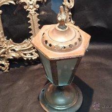 Antigüedades: ESPECIE DE ANTIGUA LAMPARA DE MESA O FAROLITO EN BRONCE, MUY BONITA Y ORIGINAL. Lote 47994132