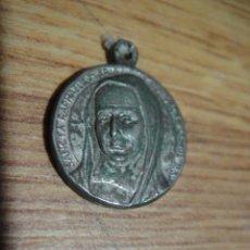 Antigüedades: MEDALLA SANTA RAFAELA - CON RELIQUIA DE INDUMENTARIA. Lote 48129149