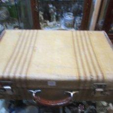 Antigüedades: ANTIGUA MALETA DE CARTÓN FORRADA DE TELA. 45 X 28 X 14 CMS.. Lote 48142259