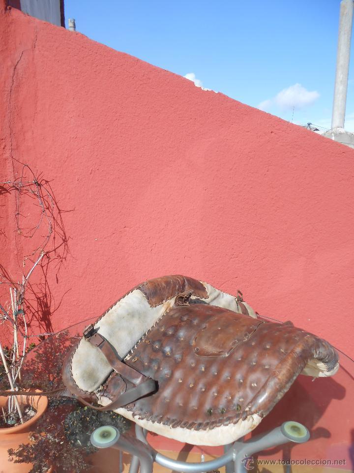 Antigüedades: COLLERA PARA ANIMAL DE ARRASTRE. EN CUERO, RESTAURADA - Foto 5 - 48132137