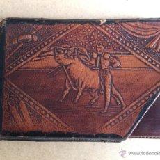 Antigüedades: CARTERA ANTIGUA EN CUERO - UBRIQUE.MOTIVOS TAURINOS. Lote 55853340