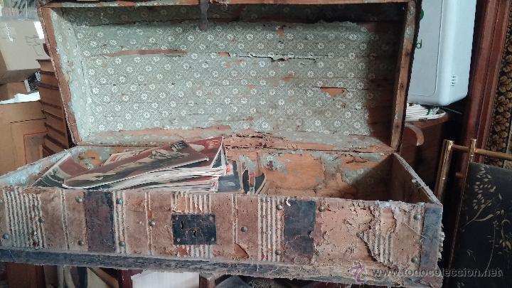 Antigüedades: Muy antiguo y raro baúl de viaje para restaurar, hecho en madera y refuerzos de chapa - Foto 9 - 48217705