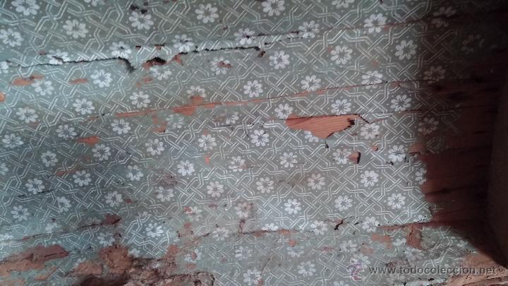 Antigüedades: Muy antiguo y raro baúl de viaje para restaurar, hecho en madera y refuerzos de chapa - Foto 12 - 48217705