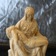 Antigüedades: ANTIGUA REPRODUCCION ESCULTURA RELIGIOSA LA PIEDAD DE MIGUEL ANGEL 13 X 8 X 6 CMS. Lote 48221370