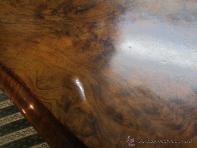 Antigüedades: Antigua mesa de comedor en madera de raíz. El tablero se gira y puede quedar vertical. - Foto 3 - 48223808