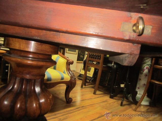 Antigüedades: Antigua mesa de comedor en madera de raíz. El tablero se gira y puede quedar vertical. - Foto 6 - 48223808