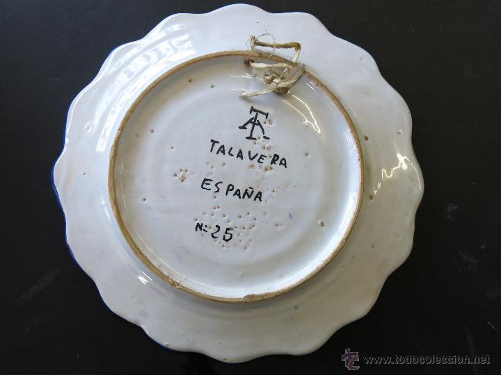 Antigüedades: Plato Talavera Firmado, numero 25. - Foto 6 - 48228206