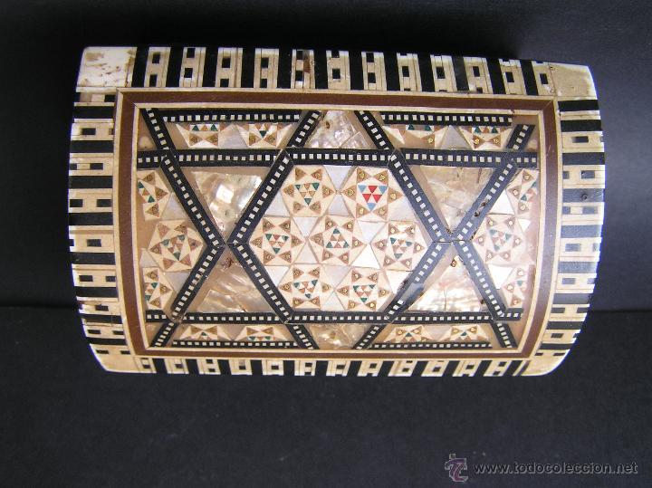 Antigüedades: JOYERO EGIPCIO de madera con decoración a base de MADREPERLA Y HUESO. - Foto 4 - 68848706
