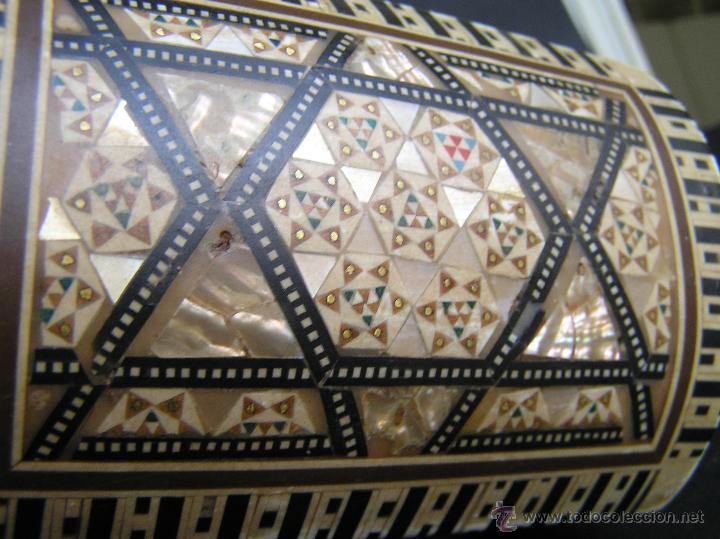 Antigüedades: JOYERO EGIPCIO de madera con decoración a base de MADREPERLA Y HUESO. - Foto 5 - 68848706