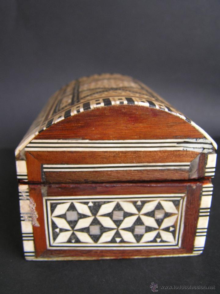 Antigüedades: JOYERO EGIPCIO de madera con decoración a base de MADREPERLA Y HUESO. - Foto 6 - 68848706