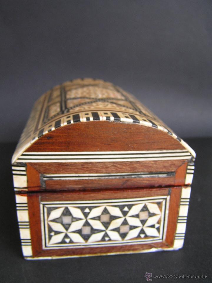 Antigüedades: JOYERO EGIPCIO de madera con decoración a base de MADREPERLA Y HUESO. - Foto 8 - 68848706