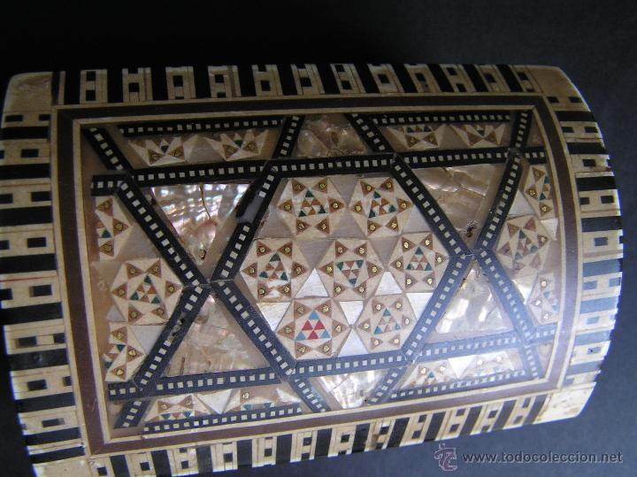 Antigüedades: JOYERO EGIPCIO de madera con decoración a base de MADREPERLA Y HUESO. - Foto 12 - 68848706