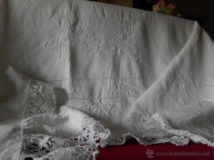 Antigüedades: Antigua sábana de Lino con Iniciales bordadas a mano - Foto 4 - 131438375