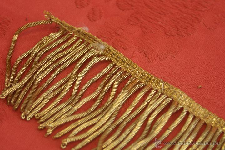 Antigüedades: PASAMANERÍA ANTIGUA DE HILO DE ORO CON FLECOS - Foto 5 - 48333137