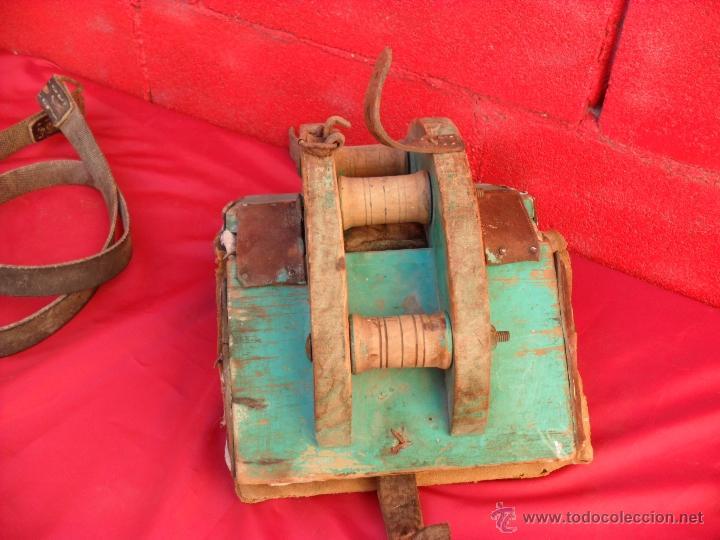 Antigüedades: bonita y singular silla para burro,tiene rodamientos en madera - Foto 2 - 48347519