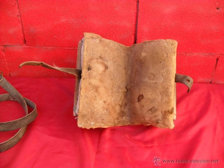 Antigüedades: bonita y singular silla para burro,tiene rodamientos en madera - Foto 5 - 48347519