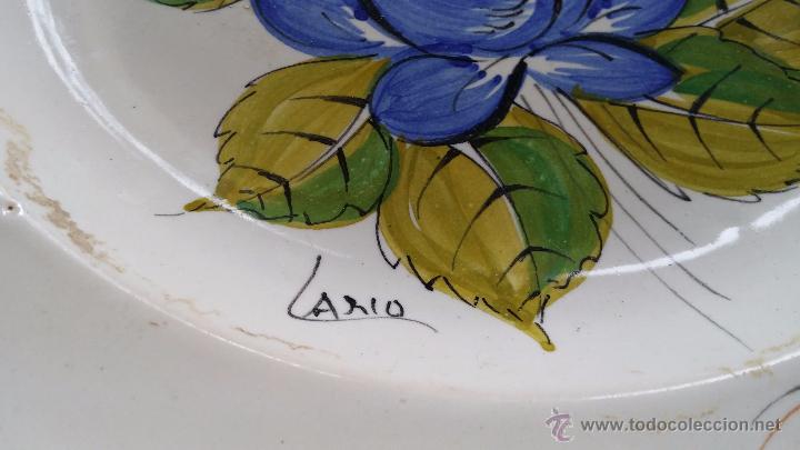 Antigüedades: antiguo plato de lario firmado y pintado a mano - Foto 4 - 48358328