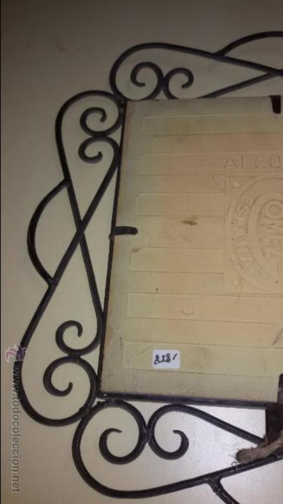 Antigüedades: AZULEJO DE CERÁMICA ALCORA CON REPRESENTACION DE CHULAPOS . ENMARCADO - Foto 6 - 48370962