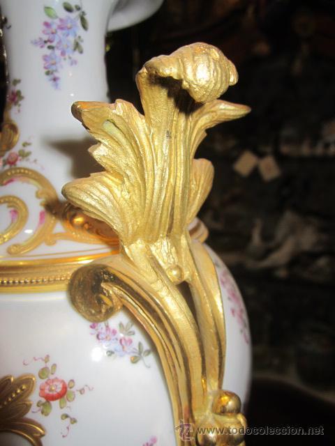 Antigüedades: Antiguo jarrón de Sevres con dos asas. Año 1772. Altura: 50 cms. - Foto 4 - 48371166