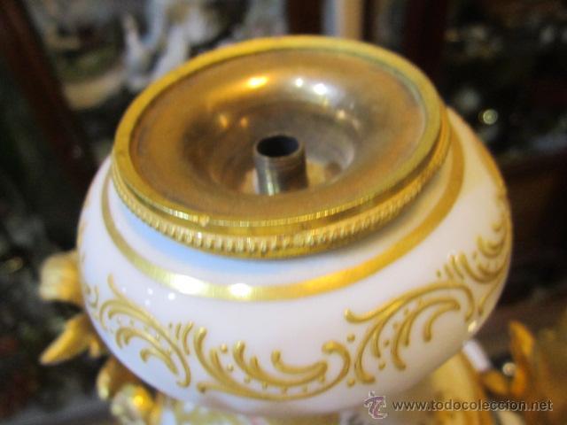 Antigüedades: Antiguo jarrón de Sevres con dos asas. Año 1772. Altura: 50 cms. - Foto 5 - 48371166