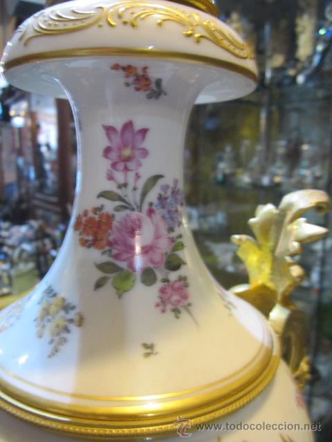 Antigüedades: Antiguo jarrón de Sevres con dos asas. Año 1772. Altura: 50 cms. - Foto 12 - 48371166