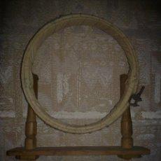 Antigüedades: VENDO ANTIGUO APARATO PARA BORDAR (VER MÁS FOTOS EN EL INTERIOR).. Lote 48397153