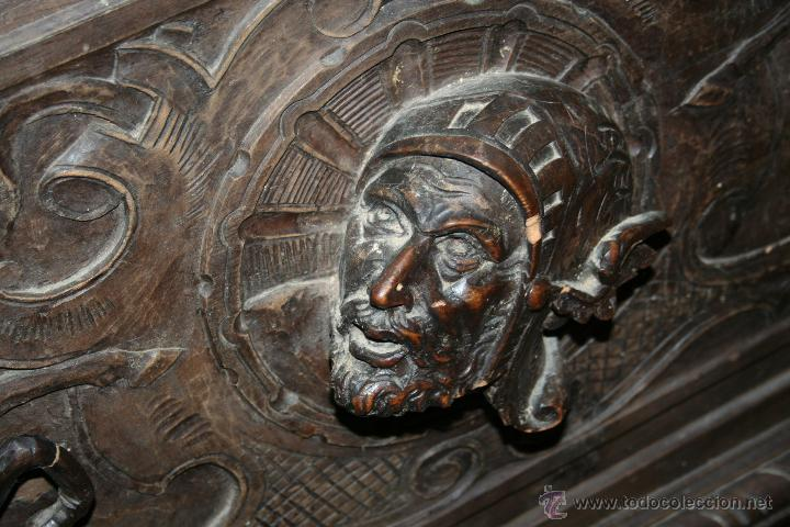 Antigüedades: antigua arca estilo frances con dibujos en relieve - Foto 9 - 31271150